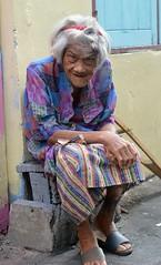 colorfully dressed grandma (the foreign photographer - ฝรั่งถ่) Tags: jul242016nikon colorfully dressed grandma crutch hunched over khlong thanon portraits bangkhen bangkok thailand nikon d3200