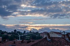 non c' tramonto senza uccelli (Clay Bass) Tags: saluzzo birds clouds fuji natural roofs sunset xt1