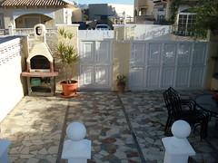 Parcela con barbacoa llanita. Les atenderemos en su agencia inmobiliaria de confianza Asegil en Benidorm  www.inmobiliariabenidorm.com