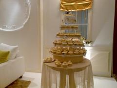 Gold Exxtravagant Wedding Cupcakes - Jakarta (cupcakesjakarta) Tags: wedding cake gold cupcakes cupcake jakarta elegant pengantin pernikahan mewah