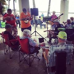 เพลงเพราะๆ ริมชายหาด #waikiki #ukulele #beach #music #enjoy #hawaii
