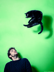 6/52 (Marco Sal) Tags: boy portrait selfportrait man verde green me cat self myself flying io autoritratto weeks gatto ritratto flyin 52 volante ragazzo progetto dal atomicus 5252 52weeks