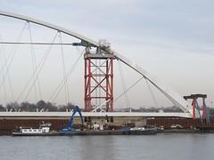 Nijmegen, bouw stadsbrug 'De Oversteek' (Stewie1980) Tags: bridge netherlands canon nijmegen site construction ship nederland powershot brug bouw gelderland schip nimwegen constructie sx130 nimgue deoversteek stadsbrug sx130is canonpowershotsx130is