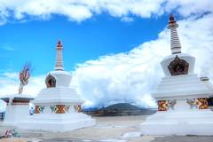 Kawagebo, Feilaisi (Jesse8424) Tags: china nature landscape religion buddhism landmark tibet shangrila 中国 yunnan 风光 deqin 人文 西藏 宗教 云南 meilisnowmountain 神山 tibetanbuddhism feilaisi 佛教 香格里拉 德钦 梅里雪山 holymountain kawagebo 藏传佛教 卡瓦格博 kawakarpo 飞来寺 kawagarbo