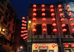 Chinese Lanterns in Macau (Maria_Globetrotter) Tags: travel blue light red tourism night contrast canon lights mix colorful december clear hour 2012 lightroom 650d 1585 mariaglobetrotter