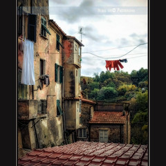 Giorno di bucato (in eva vae) Tags: windows italy clouds village framed liguria roofs tiles lightroom arcola nikond90 inevavae