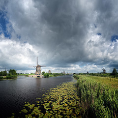 Kinderdijk (Philipp Klinger Photography) Tags: light sky cloud storm holland reflection green mill water netherlands wi