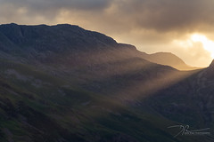 Final Rays (daveadam84) Tags: sunlight rays landscape langdales golden sunset mountains lakedistrict cumbria great langdale greatlangdale clouds dusk evening light shade