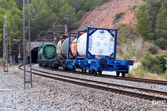 Cua (Escursso) Tags: 253 253030 253051 barcelona bombardier castellbisbal catalunya freight llobregat mercancias renfe trainspotting traxx railway s253 summer train tren