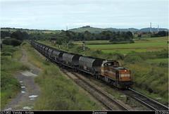 Tomando las agujas (Trenes2000) Tags: trenes mak comsa valle 317 317002 cok asturias veria aviles acciona tolvas faoos agujas mercancias mercante vacio