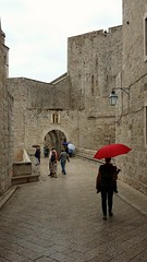 Walking In The Rain (Been Around) Tags: dubrovnik cro croatia dalmatien dalmatia kroatien eu europe schirm red rot