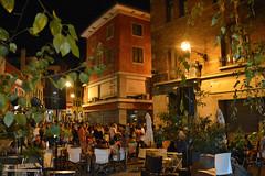 Udine, la movida in centro a fine agosto, all'angolo fra via Paolo Sarpi e via Pelliccerie (Valerio_D) Tags: udine friuli friuliveneziagiulia italia italy 2016estate 1001nights