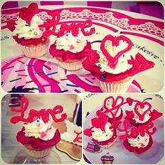 Love's MiniCupcakes!! Sper bellos,  regala algo especial el da de San Valentine, te esperamos en #sweetcakesstore #lecheria #cupcake #cupcakery #bakery #cupcake #originalcakes #originalstore #originalcupcakes #pinkstore #pink #love #instalove #instagram (Sweet Cakes Store) Tags: cakes del square de la cupcakes yummy san y amor venezuela dia tienda cupcake squareformat valentin amistad tortas lecheria sweetcakes ponques iphoneography instagramapp xproii uploaded:by=instagram sweetcakesstore sweetcakesve