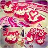 Love's MiniCupcakes!! Súper bellos,  regala algo especial el día de San Valentine, te esperamos en #sweetcakesstore #lecheria #cupcake #cupcakery #bakery #cupcake #originalcakes #originalstore #originalcupcakes #pinkstore #pink #love #instalove #instagram (Sweet Cakes Store) Tags: cakes del square de la cupcakes yummy san y amor venezuela dia tienda cupcake squareformat valentin amistad tortas lecheria sweetcakes ponques iphoneography instagramapp xproii uploaded:by=instagram sweetcakesstore sweetcakesve