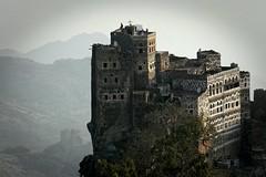 Yemen: habitations dans le djébel Haraz. (Claude Gourlay) Tags: asia arabia yemen asie maison habitation yemeni yaman arabie moyenorient jemen arabiafelix arabieheureuse iémen djebelharaz maisonstours claudegourlay républiqueduyemen
