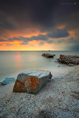 Square Rock on the Beach (SHAZRAL) Tags: sunset canon eos colours malaysia kualaselangor selangor warna remis nd400 ef1740mmlusm 5dmarkii azralfikri shazral leefilters09hard