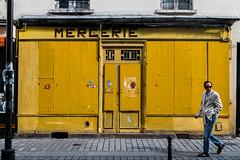 Mercerie (Solylock) Tags: 2016 mercerie paris lunettes sunglasses homme men jaune yellow boutique shop magasin chemin street 20 arrondissement place de la runion streetphotography photoderue couleur color