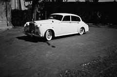 luxury (uwaka) Tags: street blackandwhite blancoynegro film car 35mm calle contax coche pelicula analogue luxury compact lujo kodak400 analogico