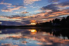 IMG_1532-1 (Andre56154) Tags: schweden sweden sverige wolke cloud himmel sky wasser water see lake ufer sonnenuntergang sunset abend evening dmmerung afterglow spiegelung sonne sun reflection