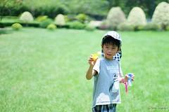 Playing bubble (Shun Daddy) Tags: hongkong snapshot people portrait life family child kid       50mm prime standard   carl zeiss za planar f14 planart1450 sony a99 ff fullframe dslr slt 2015