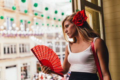 Red rose on her head (Leo Hidalgo (@yompyz)) Tags: canon eos 6d dslr reflex yompyz ileohidalgo fotografa photography vsco feria de mlaga espaa spain vestido gitana flamenco party fair