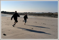 Run Run (L65) Tags: plage run ombre course bretagne vitesse canonpowershota70 canon santec