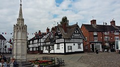The War Memorial and The Black Bear in Sandbach (Eddie Crutchley) Tags: europe england cheshire sandbach markettown streetview warmemorial cobbles pub halftimberedhouse elizabethan historicbuilding thatch outdoor simplysuperb