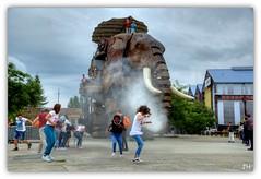 Le Grand lphant de Nantes (1) (au35) Tags: nantes ledenantes elephant machine leauxmachines jeu eau hdr nikon d5000 enfants