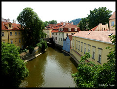 View from the Charles Bridge (DameBoudicca) Tags: bridge house puente casa prague haus prag praha praga tschechien ponte most pont czechrepublic bro brcke maison charlesbridge vltava hus rpubliquetchque czechia karlvmost moldau pontcharles repblicacheca moldava chequia repubblicaceca karlsbrcke pontecarlo esko eskrepublika tjeckien karlsbron tchquie puentecarlos cechia