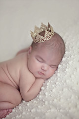 Princess Isabelle :) (Didenze) Tags: portrait baby infant babygirl newborn didenze itsybitsyblooms