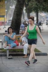 V021 Woman jogger - Hanoi (VesperTokyo) Tags: woman asia vietnam tanktop hanoi タンクトップ nikond3