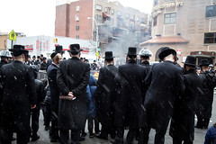 snowing (Spavalice) Tags: street newyork brooklyn fire burning burn jewish jews tradition blackhat hasidic passover orthodoxjews ultraorthodox southwilliamsburg blackcoat chametz chometz passover2013 breadburning burningchometz burningchametz