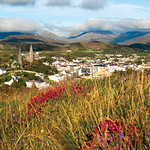 "Clifden Town <a style=""margin-left:10px; font-size:0.8em;"" href=""http://www.flickr.com/photos/89335711@N00/8595553275/"" target=""_blank"">@flickr</a>"