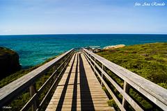 Un paseo hacia la inmensidad. (Objetivo y Pluma) Tags: mar galicia paraiso landscape paisaje costa playa naturaleza nature beach verde azul rutas senderismo verano summer ribadeo