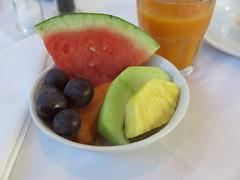 Noch etwas frisches Obst (vom Frhstcksbuffet im Hotel Schatzmann, Triesen, Liechtenstein) (multipel_bleiben) Tags: essen frhstck gastronomie obst