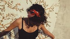 ajeitando o lençol (Lady in Lilac) Tags: lençol irmã suburbio sorocaba vermelho flor luznatural homemade brasi vsco