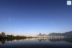 Lagoa Rodrigo de Freitas no Rio de Janeiro (marcelo nacinovic) Tags: lagoa rodrigodefreitas ipanema copacabana riodejaneiro rio rioolympics rio2016 olympicgames olimpadas olympics2016 paralympic paralympics brasil brazil brasilien brazilian bresilien brsil doisirmos jardimbotnico marcelonacinovic nacinovic canon canonsl1 canon100d natureza nature remo rowing venue hostel hotel cityscape skyline landscape