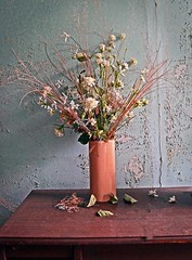 Forgotten Flowers (WhiPix) Tags: woodstock phoenecia newyork flower vase 9803 abandoned inn lodge catskills resort roxmor