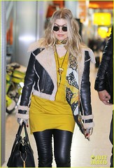 FFN_IMAGE_51017856|FFN_SET_60060489 (BlackEyedPeasPhotos) Tags: london sunglasses airport unitedkingdom blondehair fergie yellowshirt blackleatherjacket blackhandbag blackleatherpants