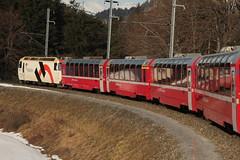 Zug der rhtischen Bahn RhB mit Lokomotive Ge 4/4 III 649 mit dem Wappen der Gemeinde Lavin und Werbung fr Holcim unterwegs zwischen Reichenau - Tamins und Bonaduz im Kanton Graubnden - Grischun in der Schweiz (chrchr_75) Tags: train de tren schweiz switzerland suisse suiza swiss eisenbahn railway zug sua locomotive christoph svizzera 1302 bahn treno chemin centralstation sveits fer februar locomotora tog juna lokomotive lok sviss ferrovia zwitserland rhb sveitsi spoorweg rhtische suissa graubnden locomotiva lokomotiv ferroviaria  locomotief kanton chrigu  szwajcaria rautatie   2013 grischun zoug trainen  chrchr hurni kantongraubnden chrchr75 chriguhurni albumgraubnden chriguhurnibluemailch albumbahnenderschweiz2013162 albumrhtischebahn hurni130226