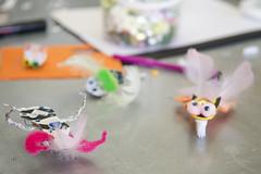 Bristlebots op tafel (Waag | technology & society) Tags: amsterdam kids robots workshop waag electra technologie knutselen plakken nieuwsgierig maken knippen creatief techniek waagsociety fablab solderen bristlebots fabschool fabschoolkids