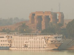 "Kom Ombo contaminado • <a style=""font-size:0.8em;"" href=""http://www.flickr.com/photos/92957341@N07/8536208625/"" target=""_blank"">View on Flickr</a>"