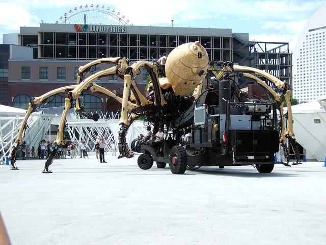 巨大クモ型マシン、ラ・プランセスの全体像です。|