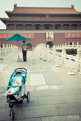 Growing up with Mao. (peter methven) Tags: presidente china bridge en baby verde azul floors standing puente outside ancient image antique lies under guard chinese beijing picture ciudad el vert bleu blocked beb mao pont l forbiddencity prohibido chinois paraguas towards hacia bb garde ville imagen dans une chine guardia vers chairmanmao afuera bollards plancher parapluie sous tiled interdit cuna mentiras carrelage debout debajo bloqueado greenumbrella bornes prsident bloqu bolardos posicin litbb lextrieur setrouve bluecot suelosdebaldosas chinoantiguo