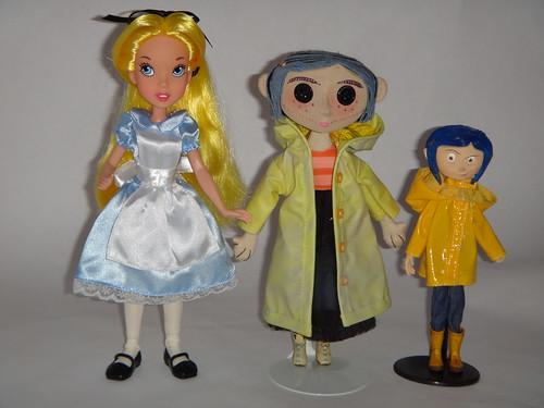 Neca Coraline Movie Prop Replica 9 Doll First Look Group Photo With Family Tree Alice In Wonderland 10 Doll And Raincoat Coraline Bendy 7 Doll Full Front View