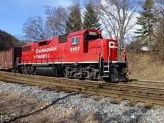 Waiting for the  hotshot. (arrowlakelass) Tags: canada train bc diesel locomotive cpr freight switcher castlegar gp382 p1020942 cp3107