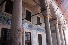 courtyard of the eunuchs (marcella bona) Tags: turkey türkiye columns corridor courtyard istanbul palace topkapi portico turchia eunuchs