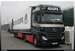 "Mercedes Benz Actros 1845 GigaSpace ""Wolter Koops"" (uslovig) Tags: truck germany bayern deutschland bavaria mercedes benz coburg space 11 since lorry camion netherland co franken 1961 niederlande lastwagen lkw giga laster koops 2011 actros wolter"