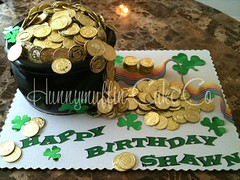site4 (HunnymuffinCakeCo) Tags: wedding party money green cake edible stpatricksday fondant goldcoins luckoftheirish potofgold groomscake birthdaycustom hunnymuffin