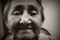 El rostro de la experiencia (Kateryn Muoz) Tags: vejez abuela anciana sabidura experiencia vida blanco y negro nikon d3300 sonrisa emocin alegra mirada ojos fotograa grandmother oldage wisdom blackandwhite emotion eyes smile happiness life surrealism
